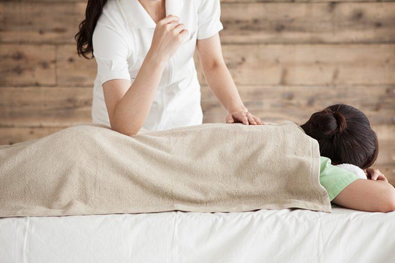 Shiatsu Massage mit Ellbogen